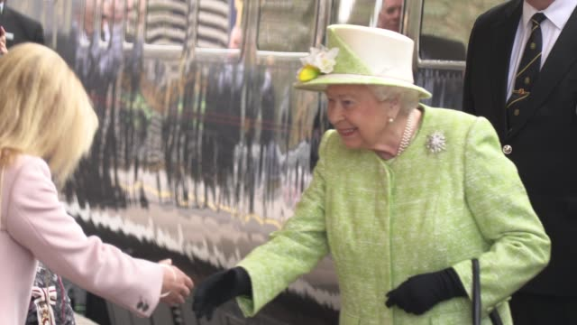 queen elizabeth ii arriving at castle cary train stations at her majesty the queen visits somerset arrival at castle cary station on march 28 2019 in... - elizabeth ii stock videos & royalty-free footage