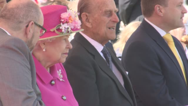 queen elizabeth ii at queen alexandra gardens bandstand opening on april 20, 2016 in windsor, england. - königin elisabeth ii. von england stock-videos und b-roll-filmmaterial