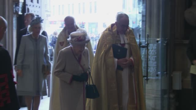 queen elizabeth ii attends the westminster abbey 750th anniversary service england london westminster westminster abbey int john hall and other... - 礼拝点の映像素材/bロール