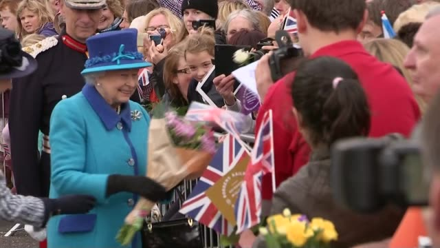 queen elizabeth ii becomes longest reigning monarch; scotland: galashiels: newtongrange station: ext queen meeting crowd on walkabout and collecting... - 皇族・王族点の映像素材/bロール