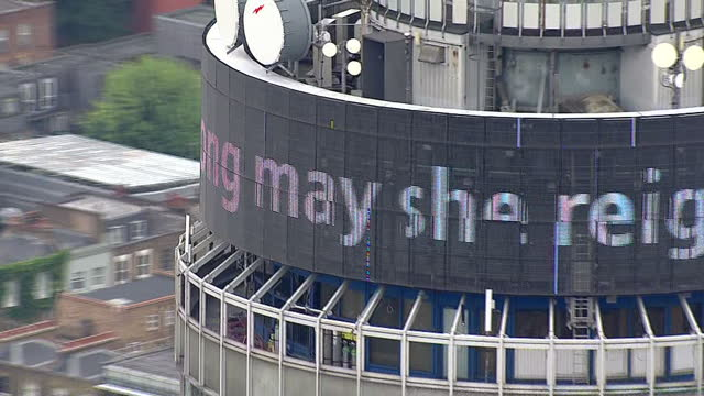 vídeos de stock e filmes b-roll de queen elizabeth ii becomes longestreigning uk monarch aerial shots bt tower with message long may she reign lit up in large letters revolving around... - bt tower londres