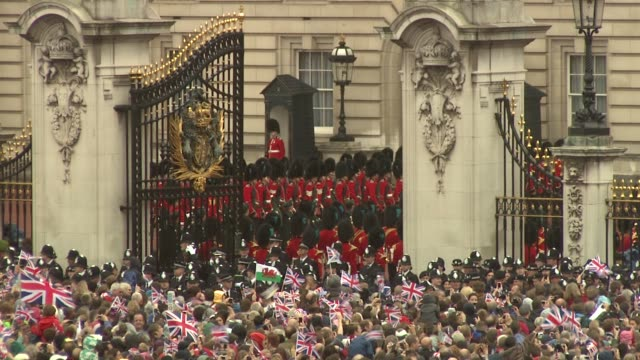 queen elizabeth ii camilla duchess of cornwall prince charles prince of wales prince william duke of cambridge catherine duchess of cambridge and... - cocchio video stock e b–roll