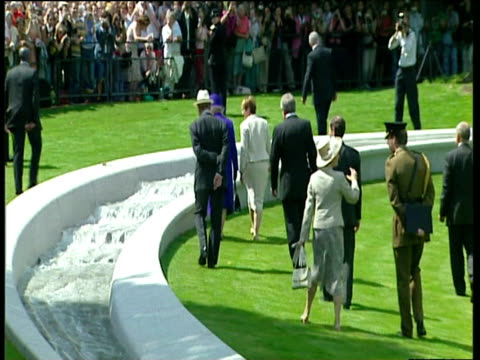 queen elizabeth ii duke of edinburgh and culture secretary tessa jowell at opening of white granite diana memorial fountain hyde park london 06 jul 04 - igneous stock videos & royalty-free footage