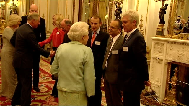 stockvideo's en b-roll-footage met queen elizabeth ii hosts media reception at buckingham palace england london buckingham palace photography * * queen elizabeth ii into room followed... - andrew marr