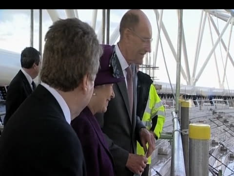 queen elizabeth ii is shown london 2012 olympic park construction site london 3 november 2009 - erezione video stock e b–roll