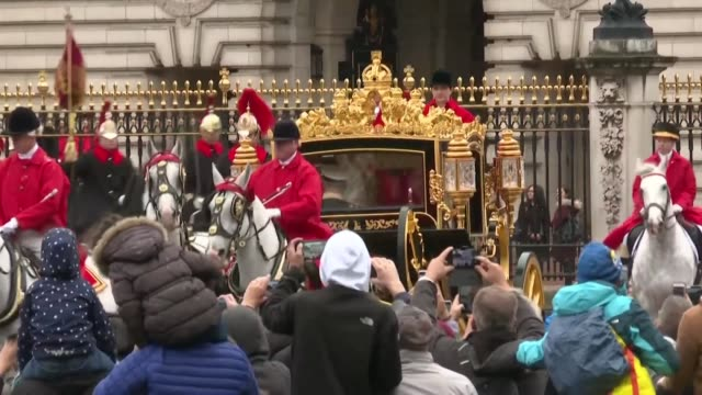 queen elizabeth ii leaves buckingham palace by horse drawn carriage to deliver her speech in parliament - cocchio video stock e b–roll