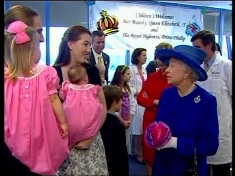 queen elizabeth ii on final day of state visit children's national medical centre queen elizabeth ii chatting to parents and children - schlußtag stock-videos und b-roll-filmmaterial