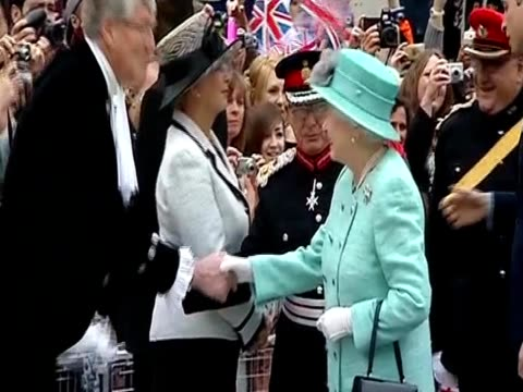 stockvideo's en b-roll-footage met queen elizabeth ii prince william and catherine duchess of cambridge greet crowds at an event at vernon park - koningin koninklijk persoon