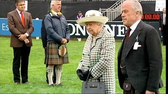queen elizabeth ii rounds off historic week with trip to perthshire horse show shows queen elizabeth ii standing with brigadier melville s jameson... - perthshire stock videos & royalty-free footage