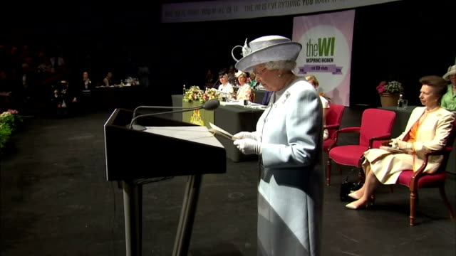 queen elizabeth ii speaking at wi annual meeting, remarking on the changes in women's lives since the start of the women's institute in 1915. the... - 年次総会点の映像素材/bロール