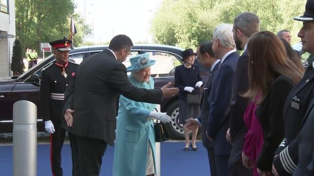 queen elizabeth ii visits british airways hq to mark 100th anniversary; england: london: heathrow airport: int british airways staff standing in line... - königin stock-videos und b-roll-filmmaterial