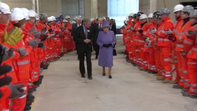 queen elizabeth ii visits crossrail to unveil the 'elizabeth line' england london int model of london / crossrail map on wall / people waiting /... - クロスレール路線点の映像素材/bロール