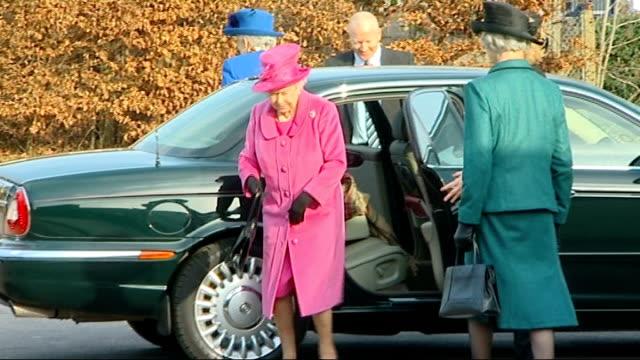 Queen Elizabeth II visits Kings Court First School in Windsor ENGLAND Berkshire Windsor EXT Car arriving at King's Court First School and Queen...