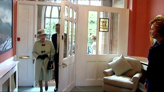 Queen Elizabeth II visits Northern Ireland Queen meets Irish President Mary McAleese NORTHERN IRELAND Belfast East Belfast Mission INT Queen...