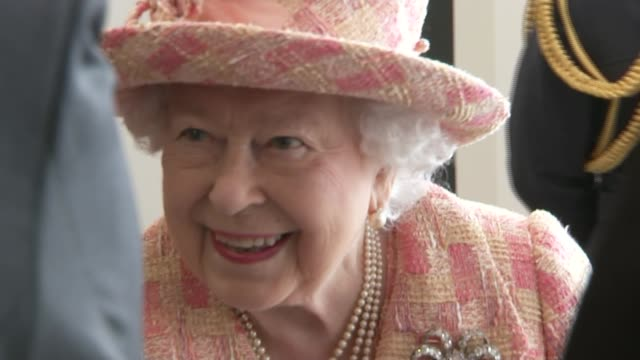 queen elizabeth ii visits raf marham; england: norfolk: raf marham: ext queen elizabeth ii arrival and along red carpet int queen greets raf staff /... - royal air force stock-videos und b-roll-filmmaterial