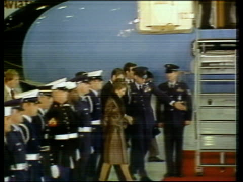 Queen Elizabeth II visits Ronald Reagan USA California Santa Barbara MS Airforce 1 plane RL to stop inside hangar MS Plane stops in front of GOH TS...