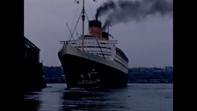 1957 RMS Queen Elizabeth Leaving Port
