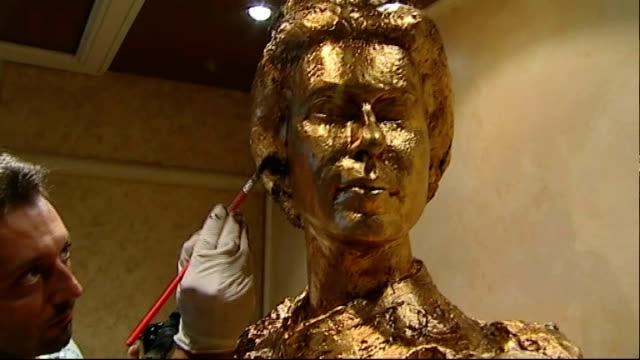 'queen elizabeth' liner arrives at southampton int artist painting gold leaf on statue of queen elizabeth - gold leaf stock videos & royalty-free footage