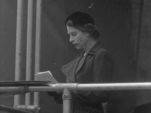 queen elizabeth makes a speech at the opening ceremony of the new claerwen dam. 1952. - 中央ウェールズ点の映像素材/bロール