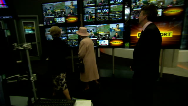 queen elizabeth opens bbc media city in salford int various shots of queen elizabeth touring bbc sport newsroom/ various of prince philip meeting... - bbc video stock e b–roll