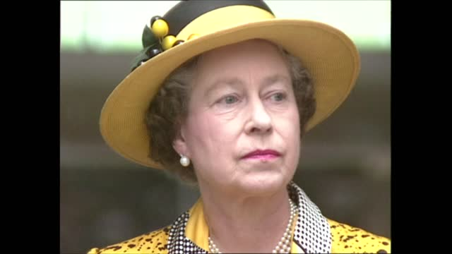 queen elizabeth opens new courtyard galleries at imperial war museum; england: london: imperial war museum: int queen elizabeth ii arrival and onto... - 飾り板点の映像素材/bロール