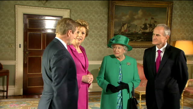 queen elizabeth plants tree at aras an uachtarain; republic of ireland: dublin: aras an uachtarain: ext * * intermittent flash photography * * queen... - dublin republic of ireland stock videos & royalty-free footage