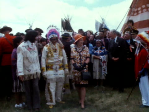 queen elizabeth tours a native american meeting place during her trip to canada - ロイヤルツアー点の映像素材/bロール