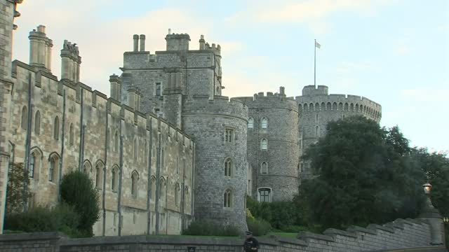 "queen elizabeth undertaking ""light duties"" after spending night in hospital; england: berkshire: windsor: ext royal standard flying over windsor... - itv lunchtime news stock videos & royalty-free footage"