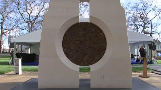 vidéos et rushes de queen elizabeth unveils iraq and afghanistan national war memorial gv afghanistan national war memorial - mémorial