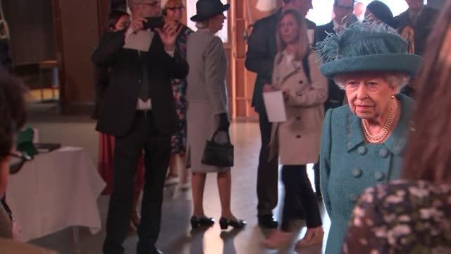 queen elizabeth visits coronation street set; england: manchester: coronation street set: int **warning flash photography** queen elizabeth ii along... - soap opera stock videos & royalty-free footage