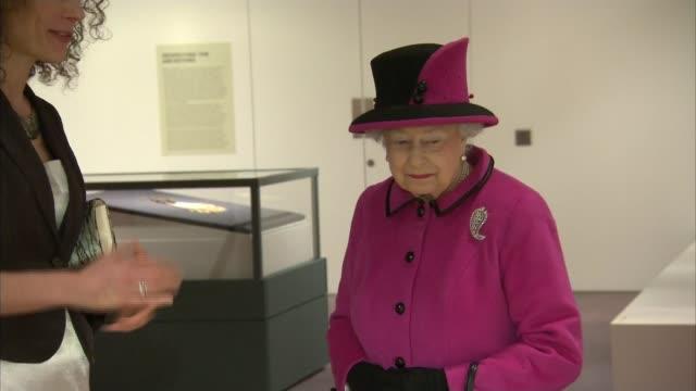 vídeos de stock e filmes b-roll de queen elizabeth visits fiji exhibition at university of east anglia england east anglia norwich university of east anglia ext queen elizabeth arrival... - east anglia