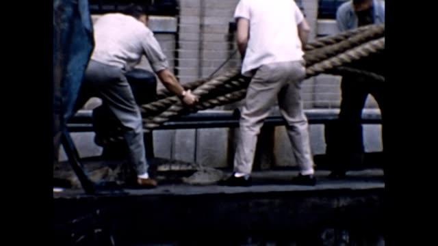 vídeos de stock e filmes b-roll de 1957 rms queen elizabeth weighing anchor - ancora