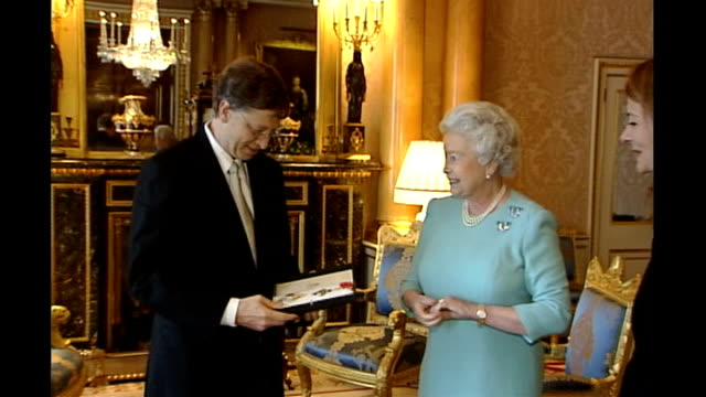 Queen Elizabeth's Christmas message to be broadcast on YouTube LIB London Buckingham Palace INT Queen Elizabeth II awarding insignia to Microsoft...