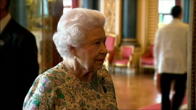 vídeos de stock e filmes b-roll de queen hosts reception at buckingham palace for winners of the queen's awards for enterprise queen arriving and shaking hands / various shots queen... - porta amostra
