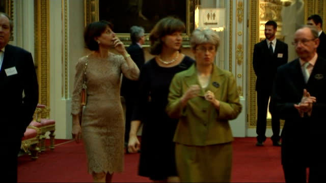 vídeos de stock e filmes b-roll de queen hosts reception for the dramatic arts at buckingham palace; england: london: buckingham palace: int guests along including lord puttnam ,... - stephen fry