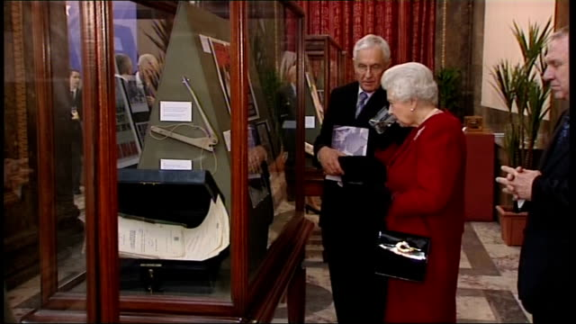 queen hosts reception to celebrate 100 years of diplomatic relations with australia more of queen elizabeth chatting to guests / queen elizabeth... - コミッショナー点の映像素材/bロール