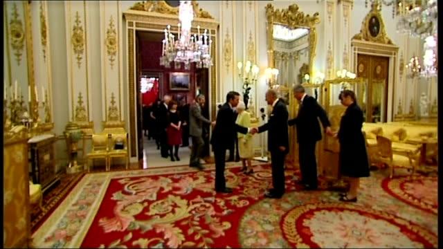 queen hosts reception to mark 200th anniversary of birth of charles dickens; england: london: buckingham palace: int various shots of queen elizabeth... - charles dickens bildbanksvideor och videomaterial från bakom kulisserna