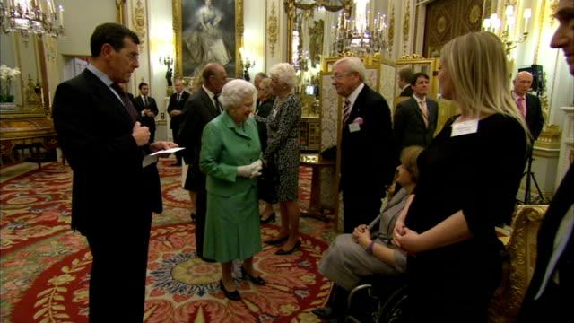 stockvideo's en b-roll-footage met queen hosts reception to mark 50th anniversary of the winston churchill memorial trust england london buckingham palace photography** queen elizabeth... - 50 jarig jubileum