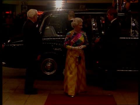 vídeos de stock, filmes e b-roll de queen in world's worst dressed women list c5l u'lay birmingham birmingham hippodrome photography *** queen elizabeth ii arriving for royal variety... - variety