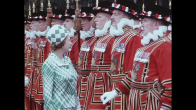 queen inspects yeoman of the guard itn london buckingham palace queen elizabeth inspects gv parade ms inspects and stops to chat ms chats ms yeomen... - buckingham stock videos & royalty-free footage