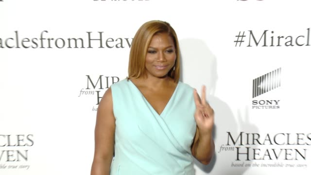 vidéos et rushes de queen latifah at miracles from heaven los angeles premiere at arclight cinemas on march 09 2016 in hollywood california - arclight cinemas hollywood