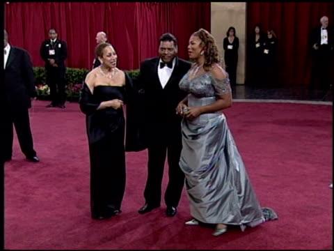 vídeos y material grabado en eventos de stock de queen latifah at the 2003 academy awards arrivals at the kodak theatre in hollywood california on march 23 2003 - queen latifah