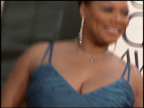 vídeos y material grabado en eventos de stock de queen latifah at the 2006 golden globe awards at the beverly hilton in beverly hills california on january 16 2006 - queen latifah