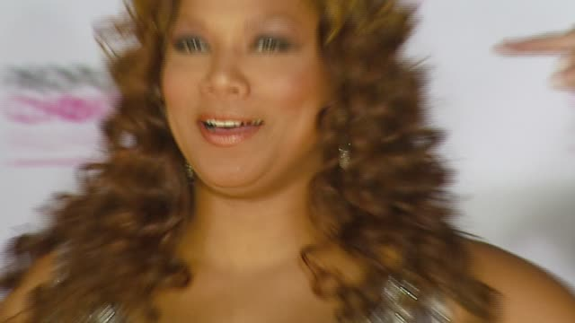 stockvideo's en b-roll-footage met queen latifah at the 2007 people's choice awards arrivals at the shrine auditorium in los angeles, california on january 9, 2007. - people's choice awards