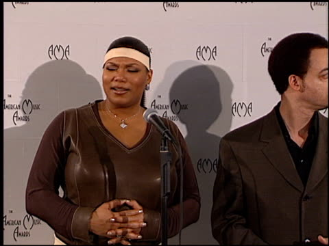 vídeos y material grabado en eventos de stock de queen latifah at the american music awards 2000 at the shrine auditorium in los angeles california on january 17 2000 - queen latifah