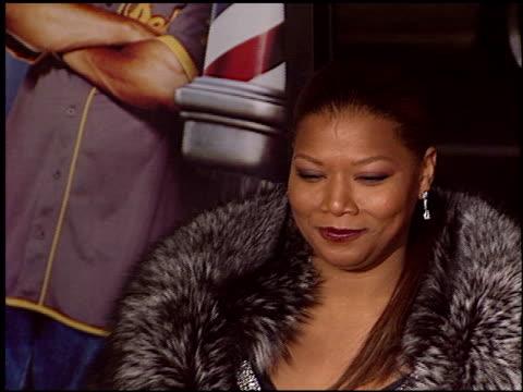 vídeos y material grabado en eventos de stock de queen latifah at the 'barbershop 2' premiere at grauman's chinese theatre in hollywood california on january 20 2004 - queen latifah