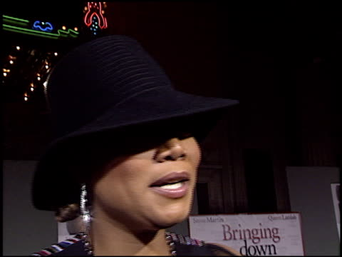 queen latifah at the 'bringing down the house' premiere at the el capitan theatre in hollywood california on march 2 2003 - el capitan kino stock-videos und b-roll-filmmaterial