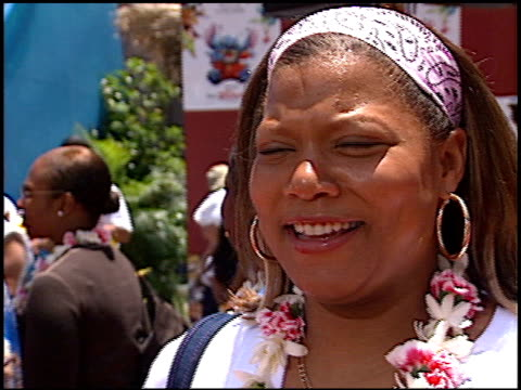 queen latifah at the 'lilo and stitch' premiere at the el capitan theatre in hollywood, california on june 16, 2002. - el capitan theatre stock videos & royalty-free footage