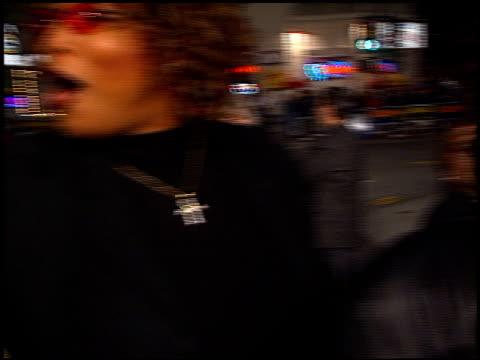vídeos y material grabado en eventos de stock de queen latifah at the 'sphere' premiere on february 11 1998 - queen latifah