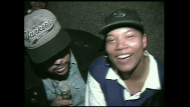 vídeos y material grabado en eventos de stock de queen latifah interview 1996 on her 21st birthday with fellow artist apache died january 2010 - queen latifah